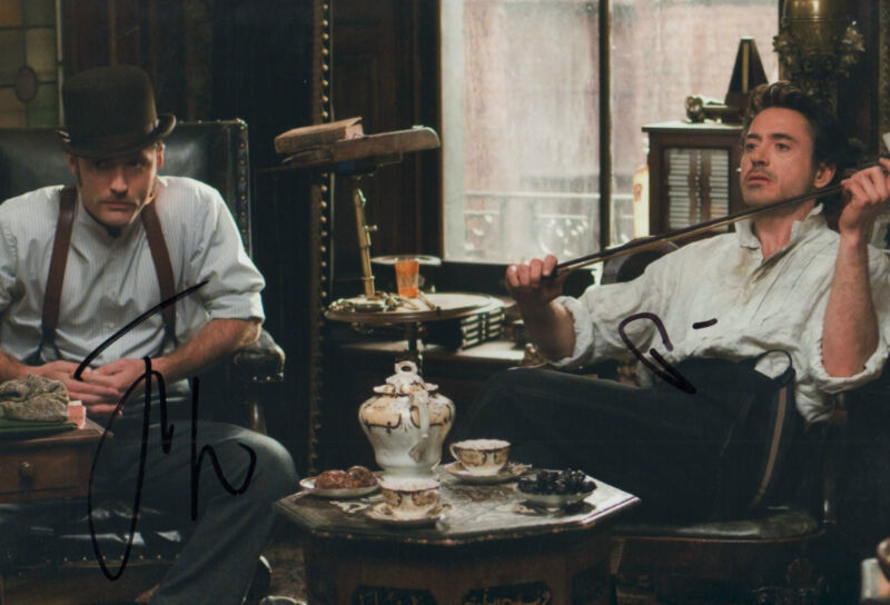 "Robert Downey Jr. & Jude Law ""Sherlock Holmes"" Autogramm signed 20x30 cm Bild"