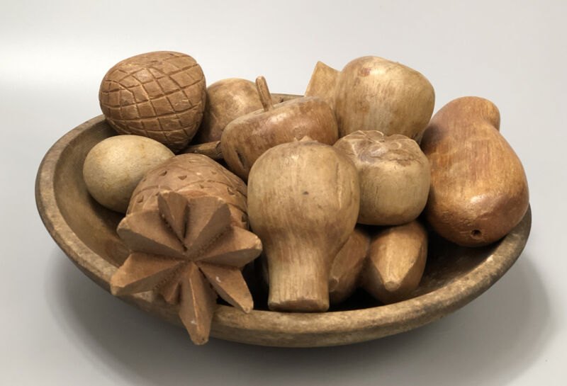 Vintage Wooden Bowl With 10 Pieces of Hand-Carved Decorative Wood Fruit AA