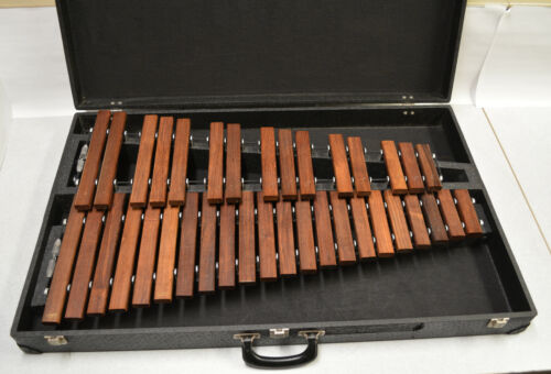 JENCO VINTAGE 3 OCTAVE TABLE TOP XYLOPHONE WITH CARRYING CASE, ROSEWOOD BARS