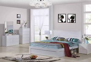 Modern queen gloss white bed, Factory discontinue model clearance Fairfield East Fairfield Area Preview