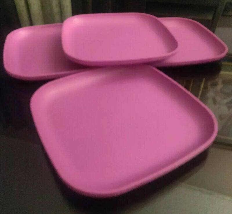 "Tupperware Vintage 4 Luncheon Picnic  Square Plates 8""  New"