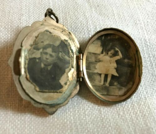 Antique / Vintage Cameo Locket with old pictures - Needs some repair
