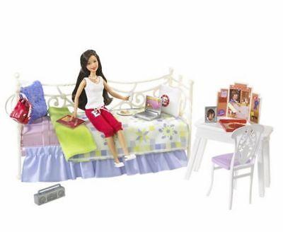 High School Musical 3 Loungin Around Gabriella Playset and Doll ()