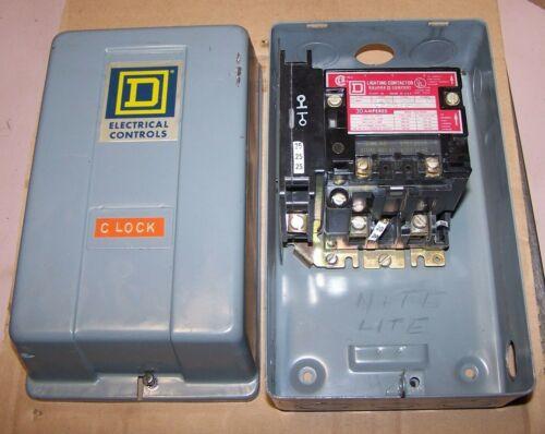 SQUARE D 30 AMP 2 POLE ENCLOSED LIGHTING CONTACTOR 8903 SMG1 COIL 120 VAC NEMA 1