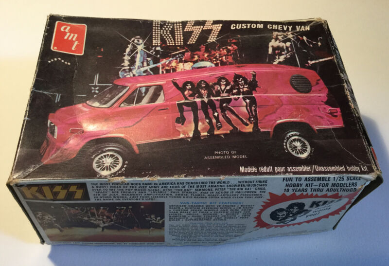 VINTAGE KISS 1977 AMT CUSTOM CHEVY VAN RARE MODEL KIT AUCOIN  UNASSEMBLED