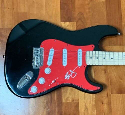 * BRAD PAISLEY * signed autographed electric guitar * WHISKEY LULLABY * 1