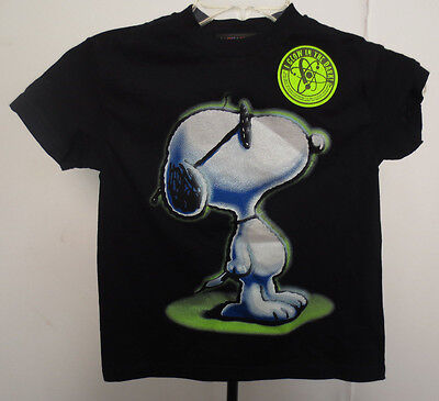 SNOOPY YOUTH TSHIRT MEDIUM 5/6 VINTAGE RETRO VTG CHARLIE BROWN KIDS GLOW PEANUTS