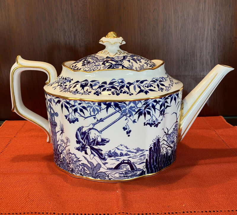ROYAL CROWN DERBY, Blue Mikado TEAPOT VINTAGE, XXXVII, 8-Cup,