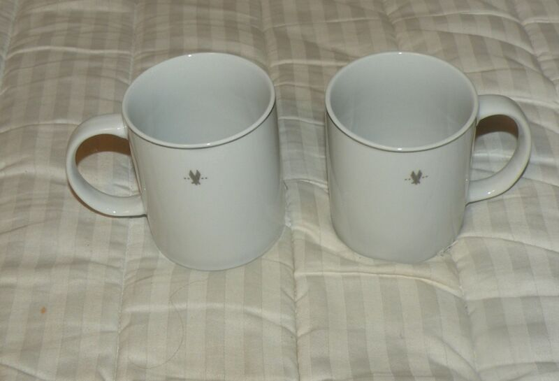 AMERICAN AIRLINES FLAGSHIP FIRST COFFEE MUGS TEA NEW AMKO 73MU003 LOT of 2 NOS