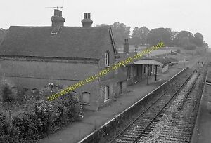Isfield Railway Station Photo. Barcombe Mills - Uckfield. Eridge Line. LB&SCR