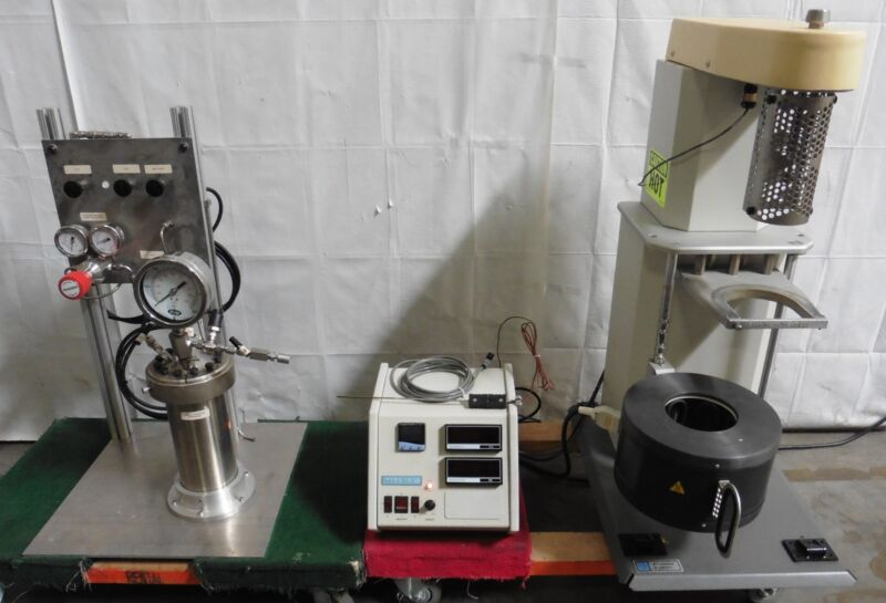G176402 Parr Instruments 4525 1900mL Bench Top Reactor w/ 4843 Temp. Controller