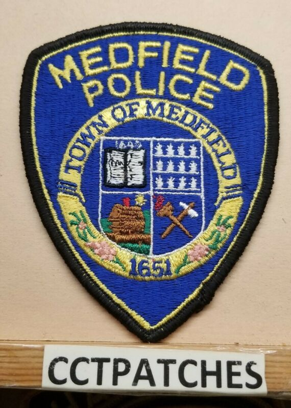 MEDFIELD, MASSACHUSETTS POLICE SHOULDER PATCH MA
