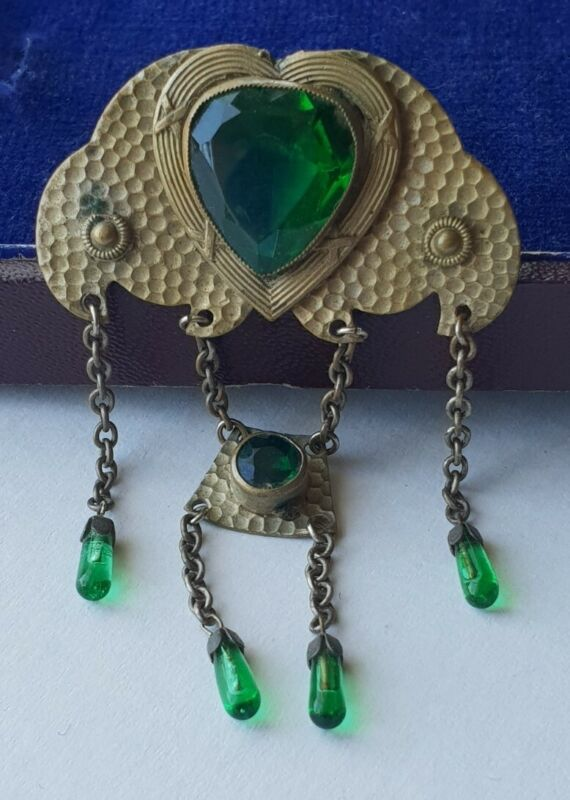 Lovely unusual ANTIQUE ARTS & CRAFTS HEART SHAPED GREEN PASTE STONE  BROOCH 💚