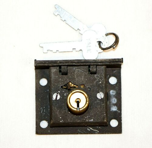 Vintage Yale Chest Lock w. Keys New Old Stock SA162