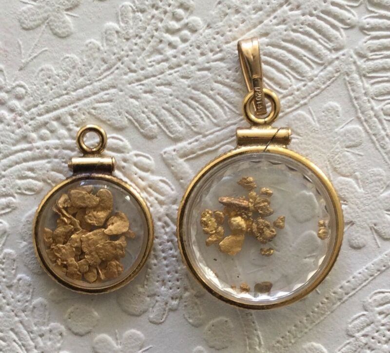 2 Charms Pendants 14K Yellow Gold Flakes Gold Setting 3 gr Weighable
