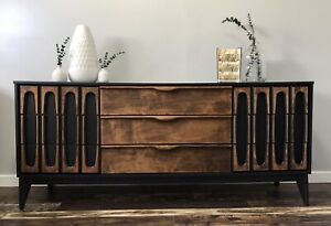 Beautiful MCM Nine Drawer Dresser/Buffet/Sideboard