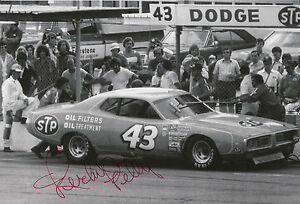 Richard-Petty-Hand-Signed-12x8-Photo-Daytona-500-Winner