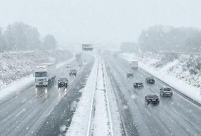 Die Geschwindigkeit muss den Bedingungen angepasst sein – doch machen Winterreifen automatisch langsamer? (© Thinkstock)