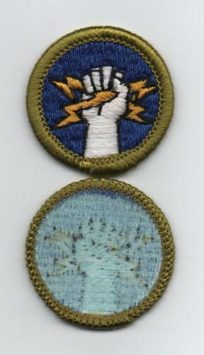 Electricity Merit Badge (Vert. Stitch), Type H, Blue Back Version (1972-1975)