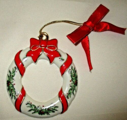 Spode World Of Christmas Porcelain Wreath Ornament Pine Boughs Red Gold Bows