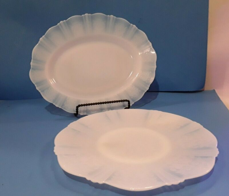 """American Sweetheart Monax 13inch, and 12"""" Platter Set"""