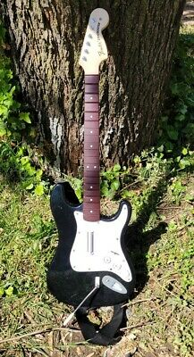 Rockband 4 Xbox One Fender Stratocaster Wireless Guitar Hero Controller