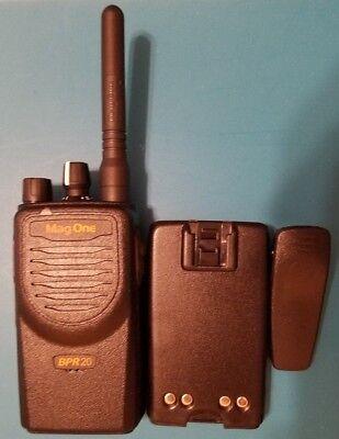 Motorola MAG ONE BPR20 VHF Two Way Radio Walkie Talkie Portable 16 Ch 2 W (Motorola Mag One Radio)
