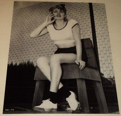 SHELLEY WINTERS /  8 x 10  B&W  PHOTO