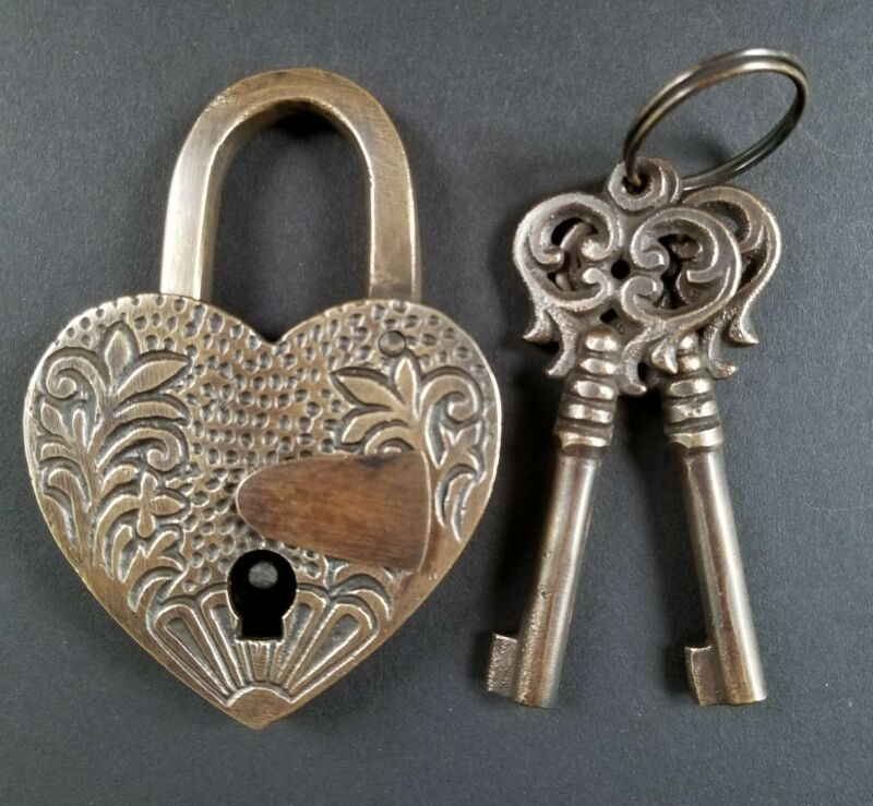 "♡ HEART LOVE Paris PADLOCK 3-3/4"" Ornate carving Vtg. Style, 2 Skeleton Keys #L7"