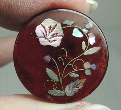 MOP INLAY IN RED HORN BUTTON ~ FLORAL DESIGN 7/8""