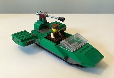 Lego Star Wars Flash Speeder set 7124 includes minifigures