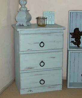 SHABBY CHIC/BEACHY STYLE DRAWERS Hollywell Gold Coast North Preview