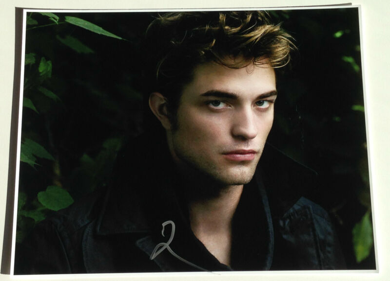 ACTOR ROBERT PATTINSON SIGNED TWIGHT SAGA 11X14 PHOTO W/COA EDWARD CULLEN