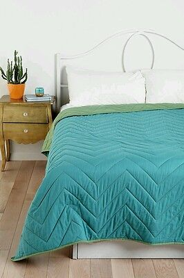 Urban Outfitters Quilt (Urban Outfitters Magical Thinking Zigzag  QUILT Twin XL with Sham  REVERSIBLE )