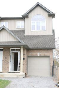STUNNING MODERN 3 BEDROOM SEMI-DETACHED HOME IN THOROLD