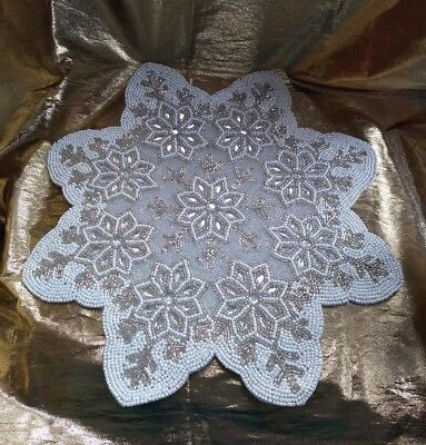 SeT 6 WiNTER WhITE SiLVER SnOWFLAKE GLaSS BeADED CrYSTALS PLaCEMATS CENTERPIECE](Snowflake Centerpieces)