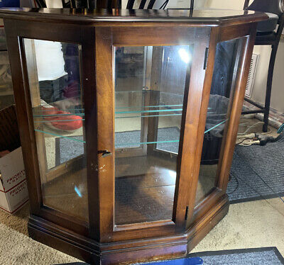 Vintage Lighted Display Case With 1 Glass Shelve Heavy Duty Piece.