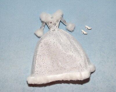 LUXURIOUS Silver & White Winter Dress BARBIE Gown w/ Snow Flake Pattern - Heels