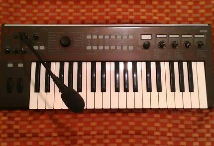 Korg R3 Vocoder Synthesizer