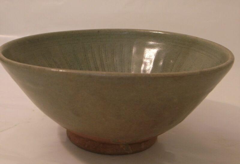 Sawankhalok ceramic bowl celadon glaze incised patterm, 14-15th c. Thailand