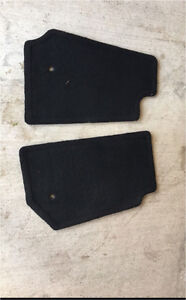 2013 Jeep Wrangler front carpet mats **like new**