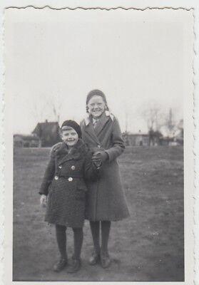 (F26145) Orig. Foto Frau u. kleiner Junge im Freien 1935