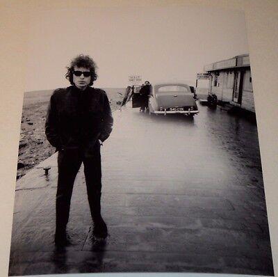 BOB DYLAN /  COOL POSE IN SUNGLASSES 1960s /   8 x 10  B&W  PHOTO