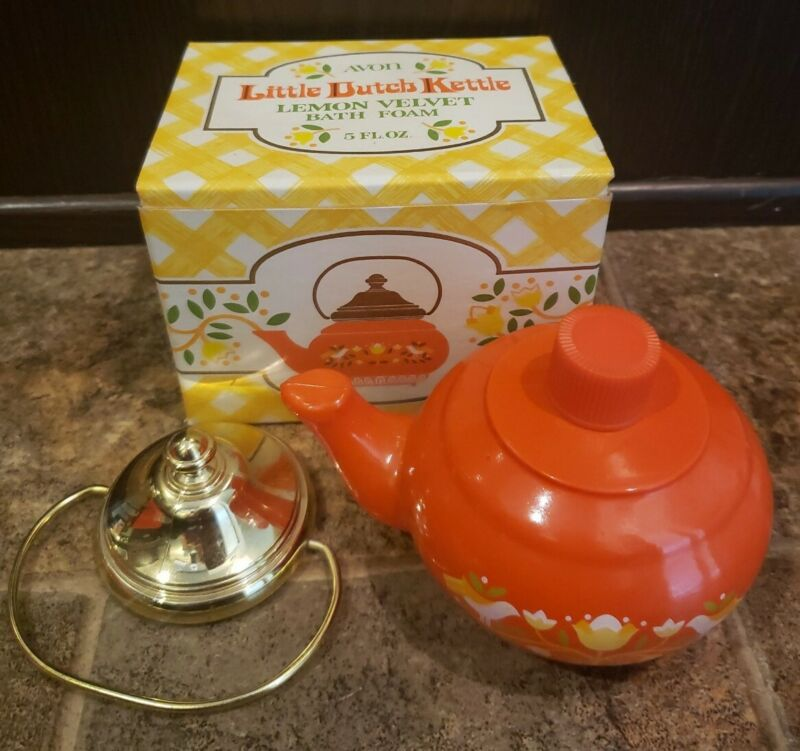 Vintage Avon Little Dutch Kettle Bottle Lemon Velvet Bath Foam 5 fl oz full
