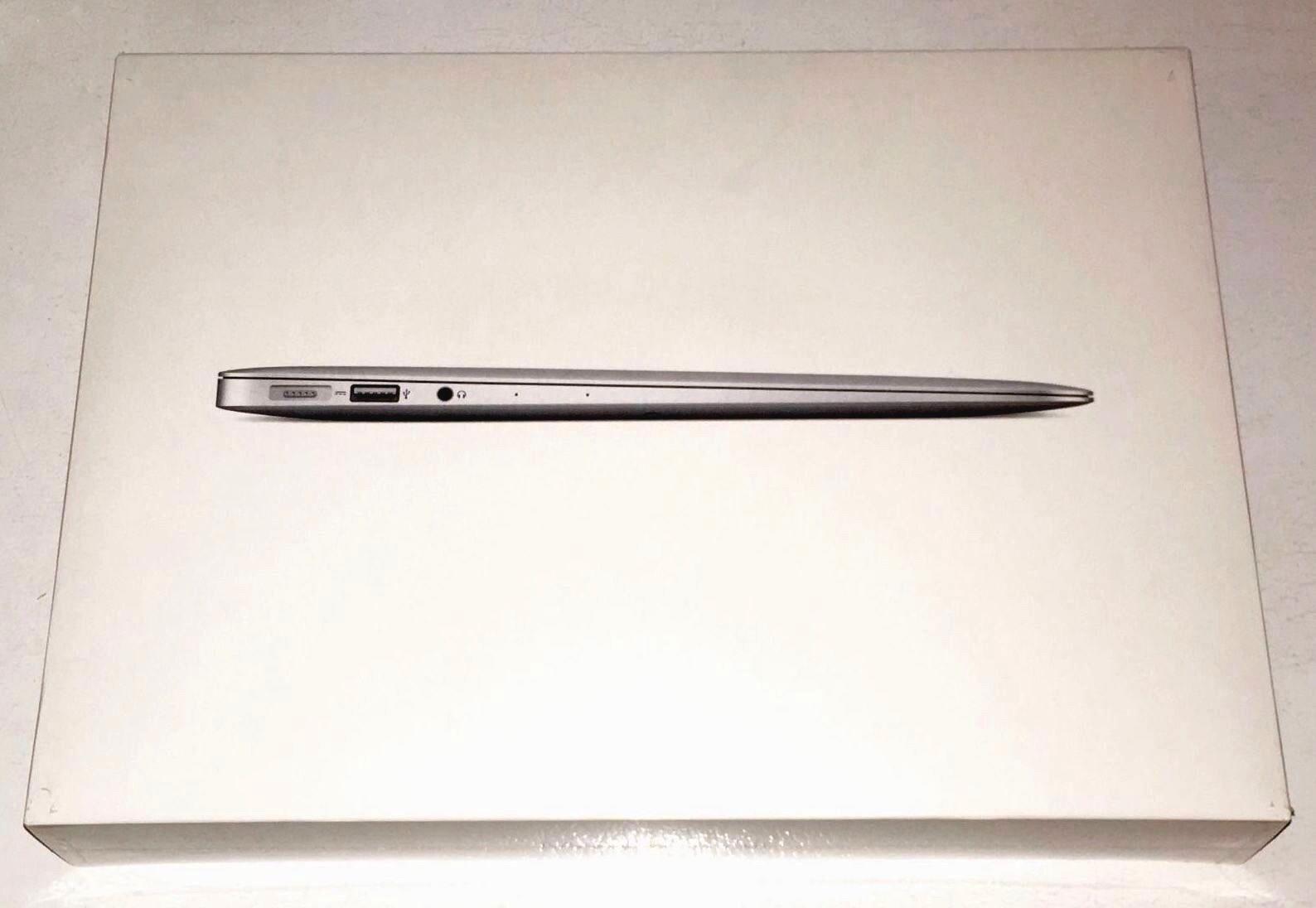 """NEW Apple MacBook Air 13.3"""" MQD32LL/A 128GB 8GB i5 Laptop"""