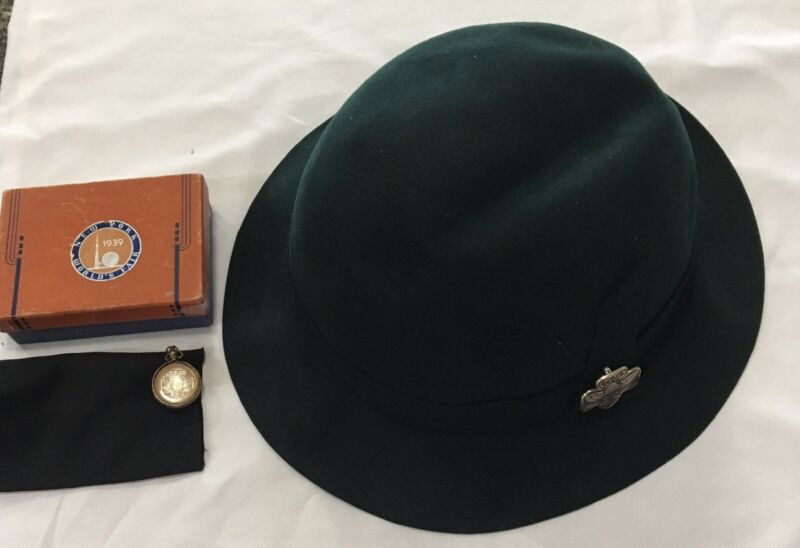 VERY RARE VINTAGE 1939 WORLDS FAIR NY Vintage GIRL SCOUT HAT-PENDANT-OUR CHALET