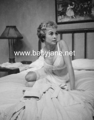 044 PSYCHO JANET LEIGH SEXY IN BRA ON BED CANDID PHOTO