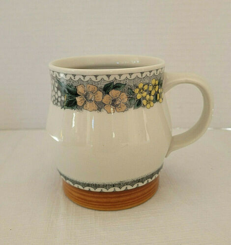 "GOEBEL Country BURGUND 4-1/4"" MUG"