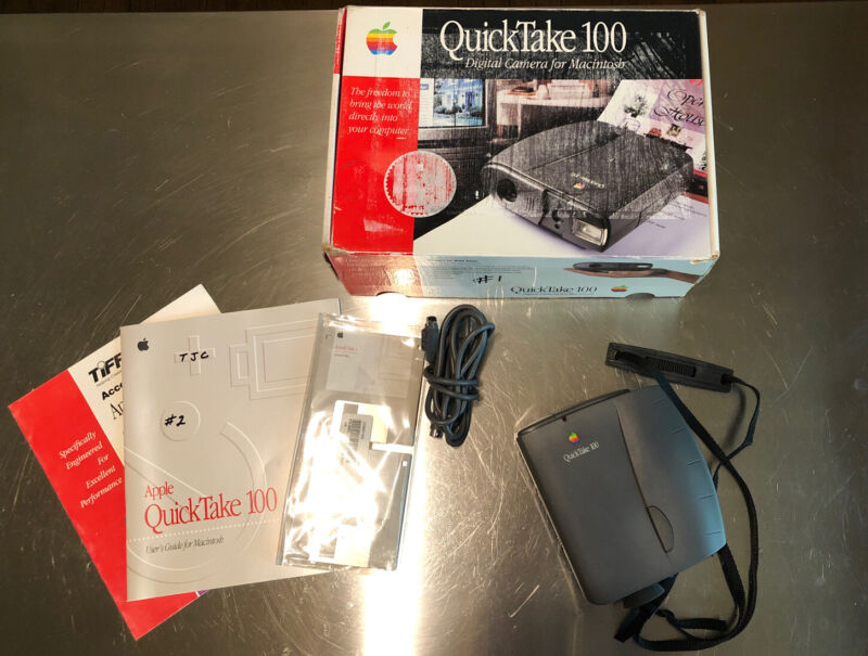 Apple Quicktake 100 Digital Camera with Box and Manuals Vintage Mac OS