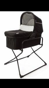 Hauck Malibu bassinet and stand